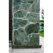 Работы по облицовке природным камнем фасадов зданий (без усиления основания) с подрезкой фото