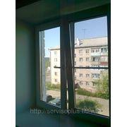 Изготовление и монтаж двухстворчатого окна из ПВХ с 2-мя открывающимися створками фото