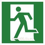 Знак эвакуационный «Выход здесь» (левосторонний) фото