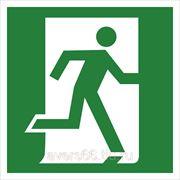 Знак эвакуационный «Выход здесь» (правосторонний) фото