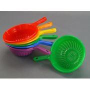 Кухонные принадлежности и столовая посуда из пластика фото