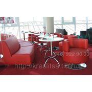 Диван и кресло красные для кафе фото