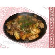 Свинина смажена на сковорідці з картоплею — Свинина жареная на сковородке с картофелем фото