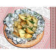 Картопля запеченна у фользi з салом — Картофель запеченный в фольге с салом фото