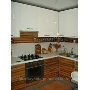 Кухня с фасадами из шпона и крашенного МДФ фото