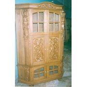 Шкаф с художественной резьбой по дереву фото