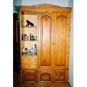 Шкаф с художественной резьбой по дереву 2 фото