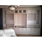 Книжные шкафы и домашние кабинеты из массива. Производство. фото