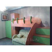Детская кровать и шкаф фото