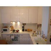 Кухня из белого акрила фото