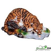 Садовая фигура Тигр на водопое фото