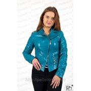 Голубая кожаная куртка-косуха для теплой весны фото