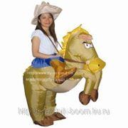 Надувной костюм Ковбой на коне фото