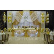 Оформление свадебного зала тканью и шарами фото