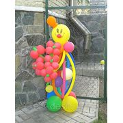 Клоун из шаров с букетом фото