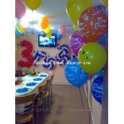 Оформление воздушными шарами, тканями, живыми цветами фото