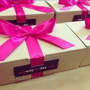 Упаковка корпоративных подарков по индивидуальному заказу фото