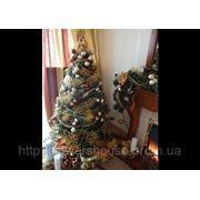 Новогодняя елка коричнево-бежево-золотая. фото
