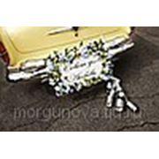 Оформление свадебной машины живыми цветами фото