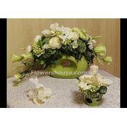 Свадебная композиция зелено-белая из искусственных цветов (прокат) фото