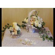 Свадебная композиция бело-розовая из искусственных цветов в корзинке (прокат) фото