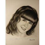 Портрет девушки нарисованный сухой кистью.