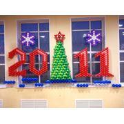 Новогоднее оформление фасада дома, в Алматы. фото