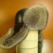 Шапка-ушанка из меха енота с натуральной кожей фото