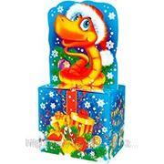 """Новогодняя упаковка """"Змейка на подарке"""" 1,3 кг. фото"""