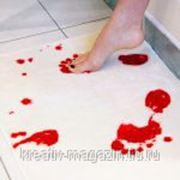 """""""Кровавый коврик"""" для ванной комнаты фото"""