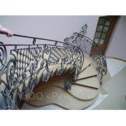 Лестница с ковкой фото