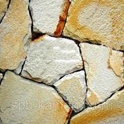 Песчаник бело-рыжий для облицовки, толщина 2-3 см фото