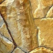 Песчаник жёлто-рыжий с разводами, толщина 1,5 -2 см фото