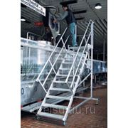 Лестницы-трапы Krause Трап с площадкой, передвижной из алюминия угол наклона 45° количество ступеней 4,ширина ступеней 600 мм 827838 фото