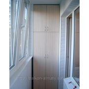 Встроенные шкафы на балконах и лоджиях фото