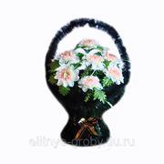 25. венок корзина с хризантемами 0.85 м фото