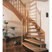 Лестницы из дерева в ассортименте фото