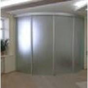 Стеклянные раздвижные и распашные двери фото
