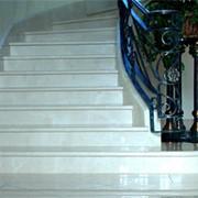 Лестницы из мрамора или гранита фото