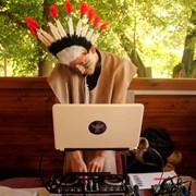 DJ, диджей, звукорежиссер, тапер фото