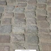 Укладка тротуарной плитки брусчатки фотография