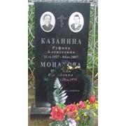 Памятник из черного гранита фото