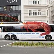 Реклама на общественном транспорте нескучная фото
