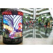 Реклама на круглых мониторах-колоннах фото