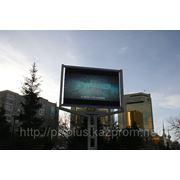 Реклама на мониторах, экранах на улицах (перекрестках) фото