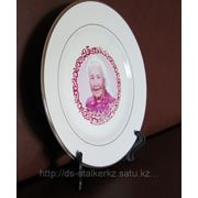 Тарелка керамическая белая с золотой каймой фото