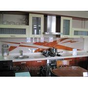 Кухонные гарнитуры с декоративным фартуком фото