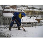 Уборка крыши от снега фото