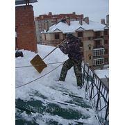 Уборка крыш от снега и наледи фото