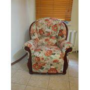 Обивка мягкой мебели в специализированной мастерской. фото
